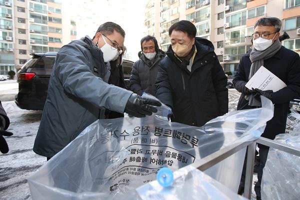 홍정기 환경부차관, 청주서 페트병 분리배출 점검
